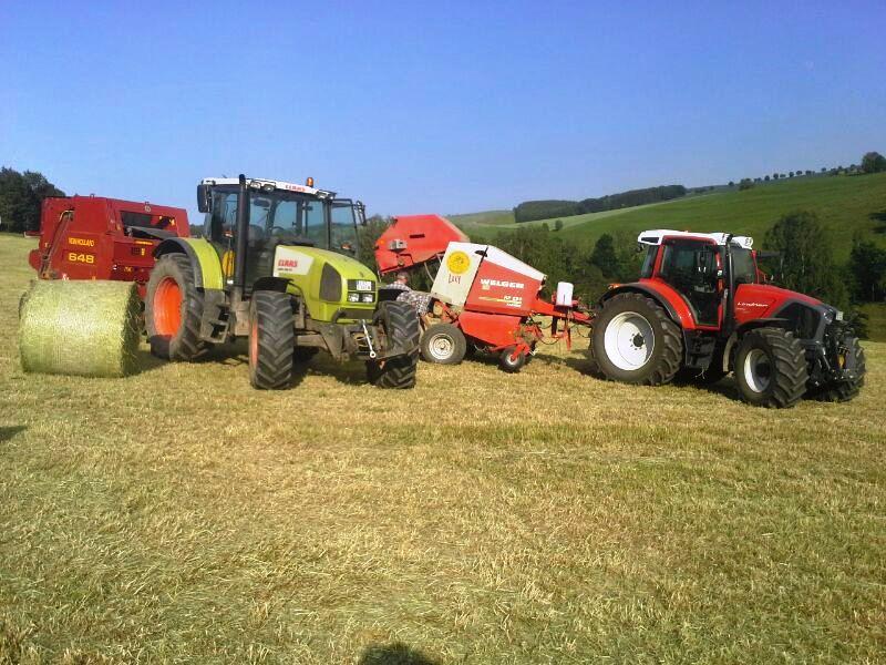 Traktoren Claas und Lindner