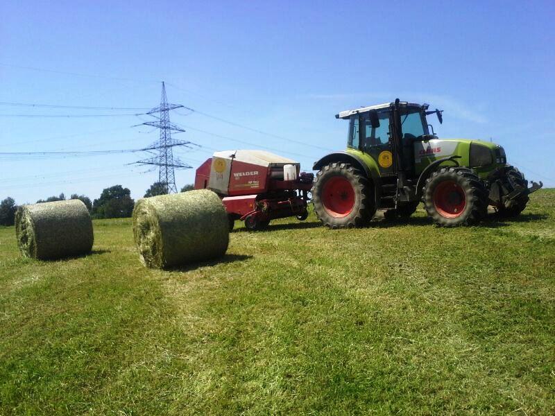Traktor Claas mit Presse